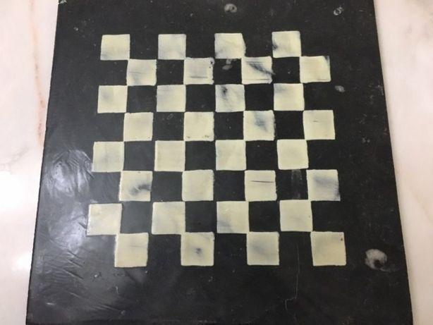 2 tabuleiros de xadrez em pedra (mármore)