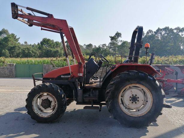 Trator agricola New Holand L65 Com Carregador Frontal