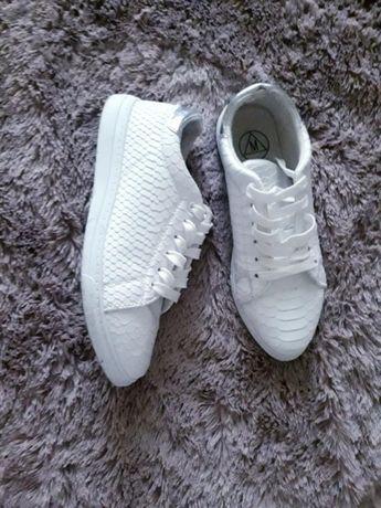 Срочно кеды кроссовки белые под рептилию 37.5-38 размер