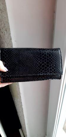 Черный кожаный кошелёк