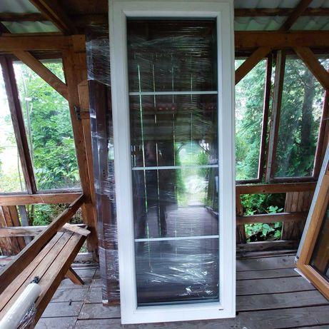 okno białe stałe szklenie ze szprosami