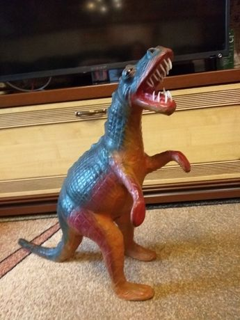 Продаётся большой динозавр