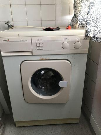 Maquina de lavar roupa Fagor usada a funcionar