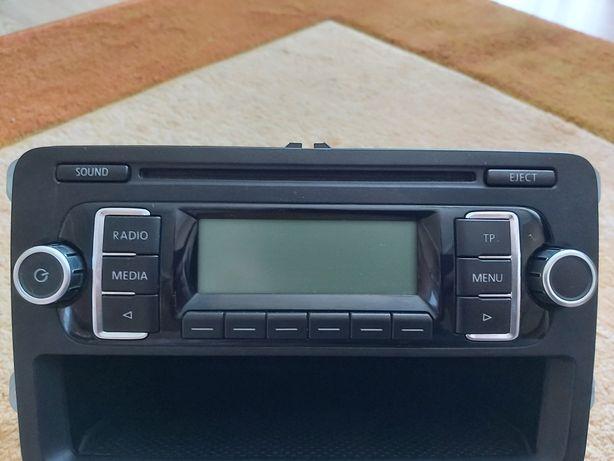 Sprzedam radio vw passat B6, B7  golf V, VI tiguan turan Radio +kod