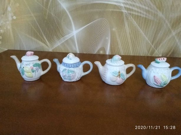 Porcelanowe dzbanki, dzbanuszki, czajniczki kolekcja