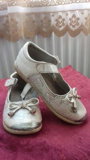 Туфлі ( білі) на дівчинку