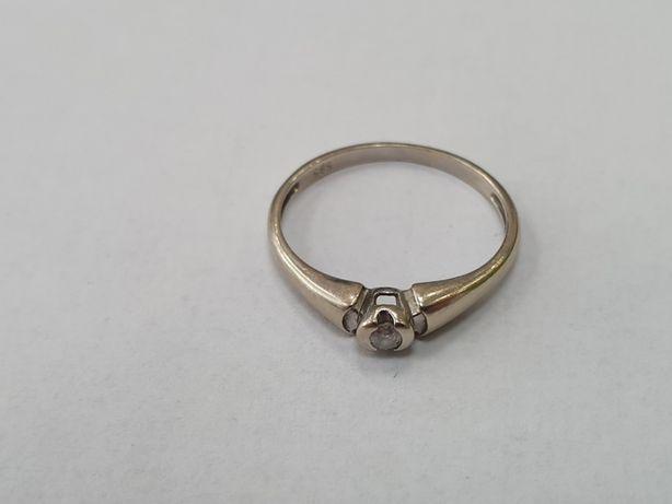 Piękny złoty pierścionek/ 585 + brylant 0.04 CT/ 1.3 gram/ R11/ sklep