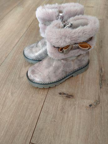 Новые очень красивые ботинки для маленькой принцессы