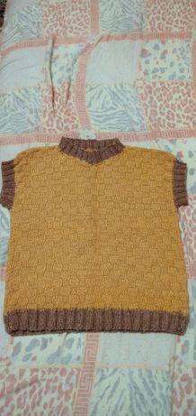 Продам детский полувер, жилетка, зимняя одежда, шерсть
