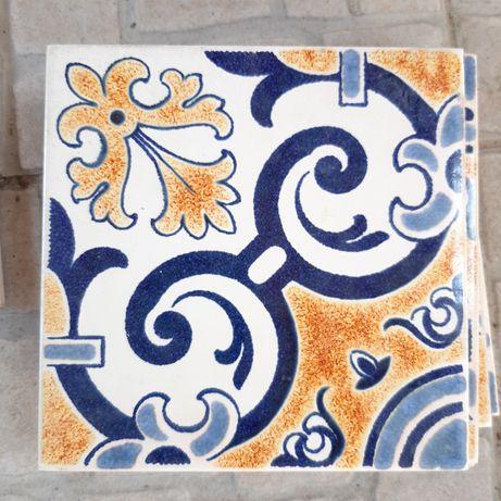 Azulejos quadrados azul e amarelo