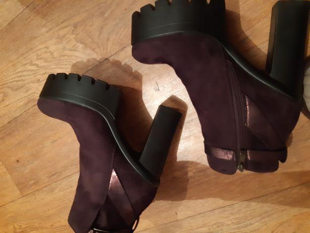 Срочно !!!Ботинки новые весна осень