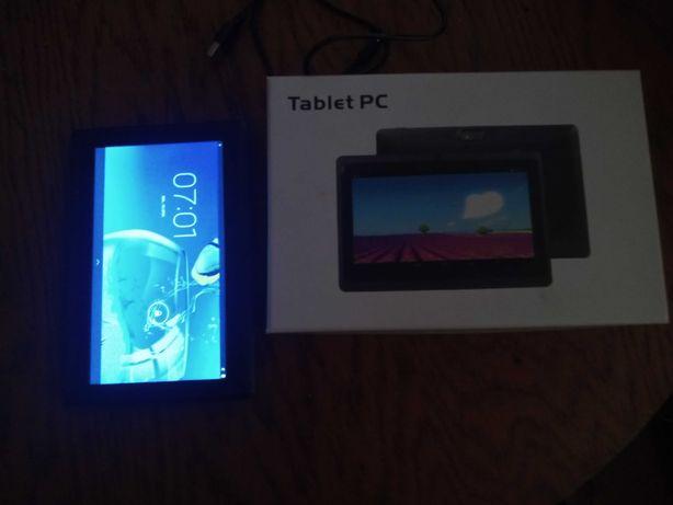 Tablet PC z ładowarką