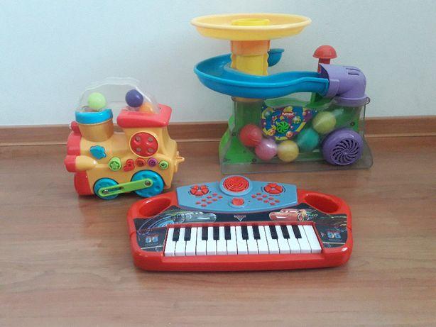 Zestaw zabawek elektronicznych-fontanna z piłeczkami,organki,lokomotyw