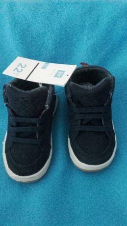 Botas/sapatilhas bebé novas