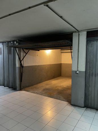 Alugo garagem em Maximinos