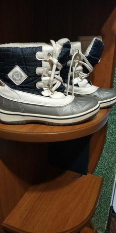 Зимові дутики і черевички.
