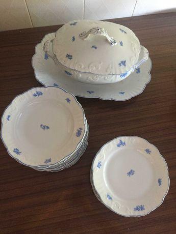 Peças de serviço de mesa em porcelana da Vista Alegre