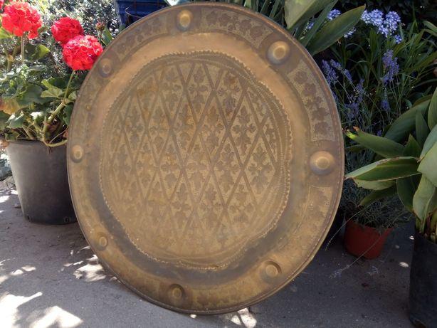 Grande antigo tabuleiro de mesa oriental 82 cm