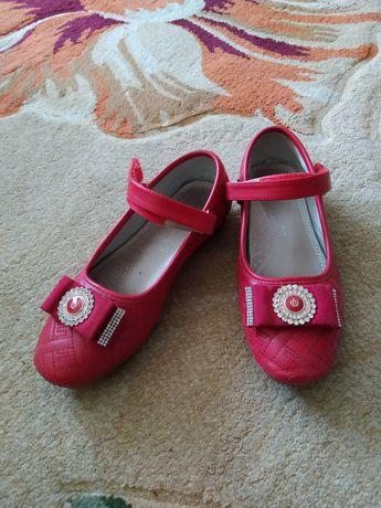 Туфлі для дівчинки 6-7 років. Туфли для девочки 6-7 лет.