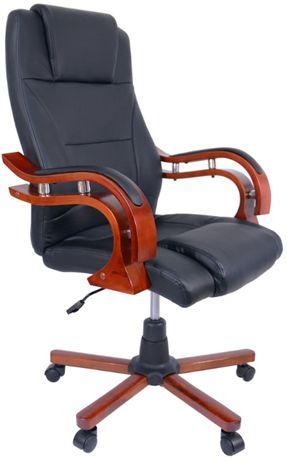 Кресло руководителя BSL Bonro Premier деревянными элементами.