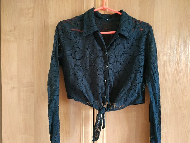 Czarna, krótka, koronkowa koszula
