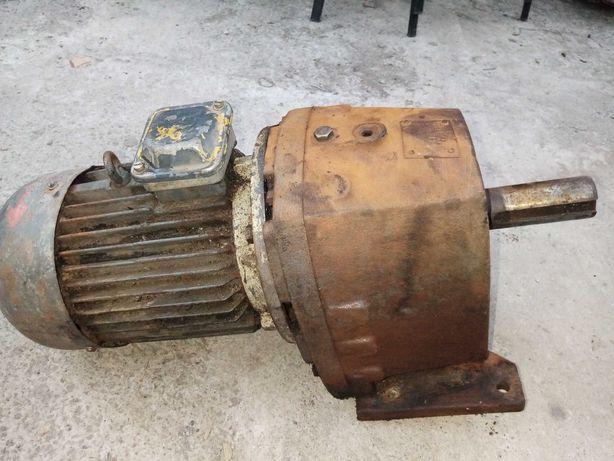 Мотор-редуктор МЦ2С-100 на выходе 58 об. Электро-двигатель 4 квт