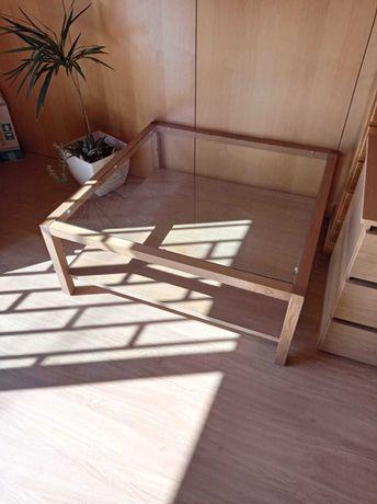 Mesa de madeira com vidro para sala de estar