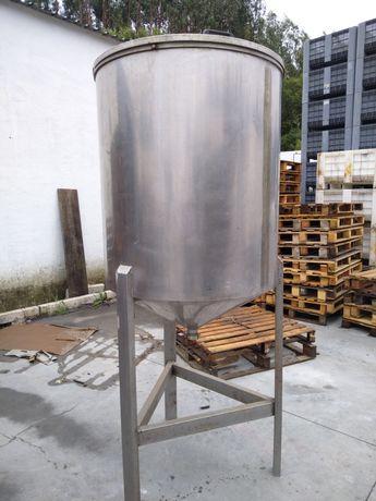 Depósito em inox para azeite ou vinho