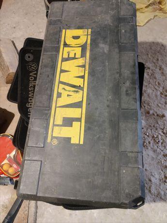 Отбойный молоток Dewalt