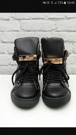 Sneakersy ala buscemi z kłódką