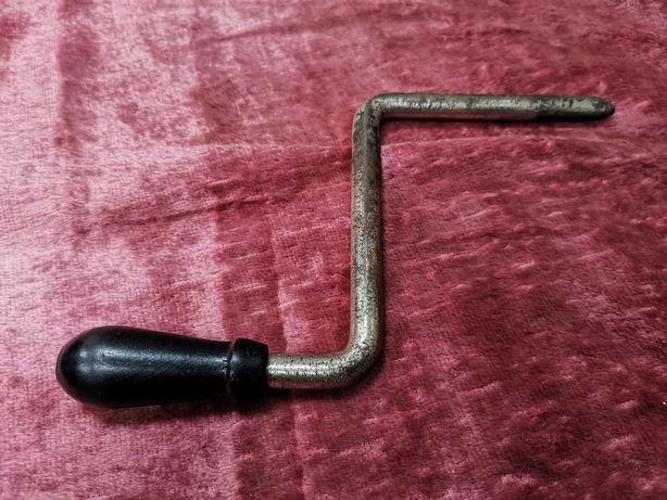 Заводная ручка / ключ для патефона.