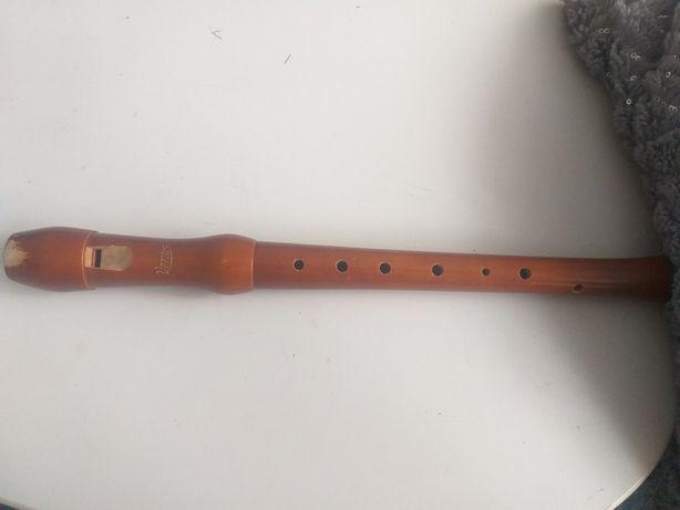 Stary drewniany flet firmy Wenus