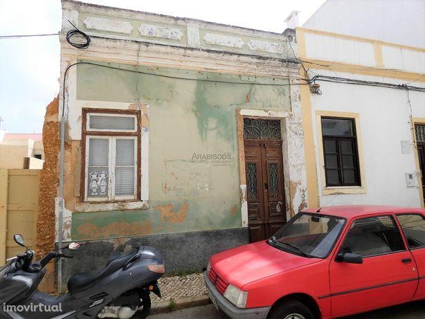 Casa Térrea T2 - Quintal - Recuperar - Centro de Portimão  - Algarve