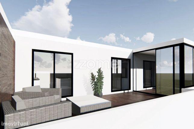 Apartamento T1Recuado Renovado Gaia, com terraço e garagem fechada.