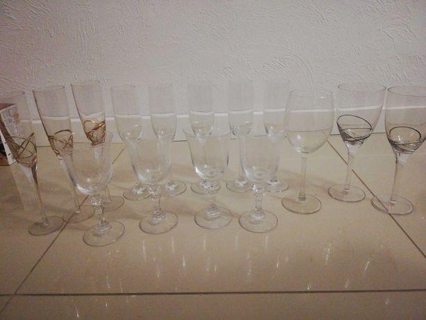 Kieliszki do wina, szampana