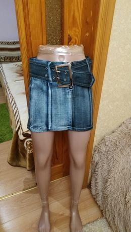 Джинсовая мини-юбка на худенькую девушку