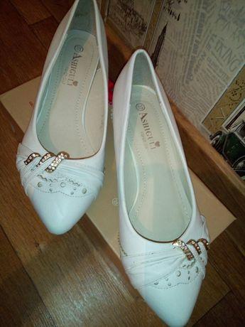 Туфли женские,белые,свадебные