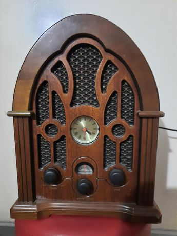 Radio antyczne z zegarem