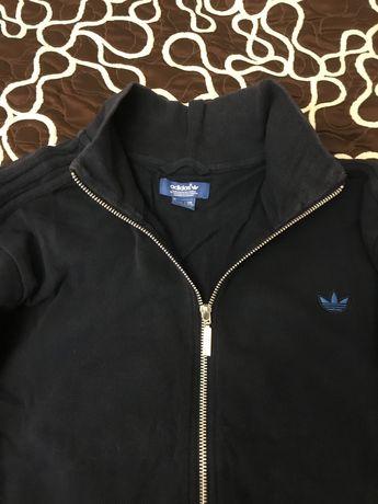 Продам большую неплохую олимпийку Adidas красивый цвет.