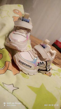 модні круті кросівки для дівчинки