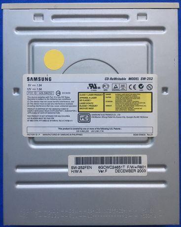 Nagrywarka Samsung CD-ReWritable MODEL SW-252