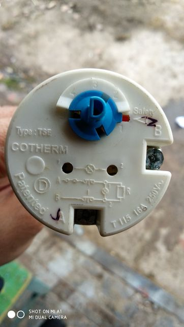 Термостат, регулятор температуры.