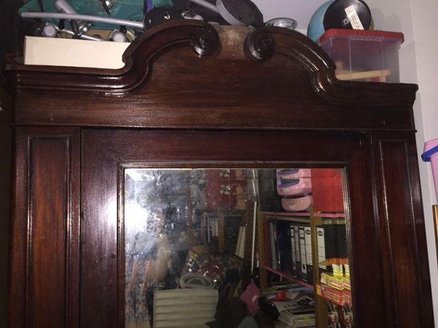 Guarda fatos muito antigo com espelho e 2 gavetões