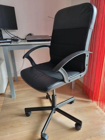 Cadeira escritório com rodas