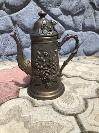 Декоративний старовинний чайник