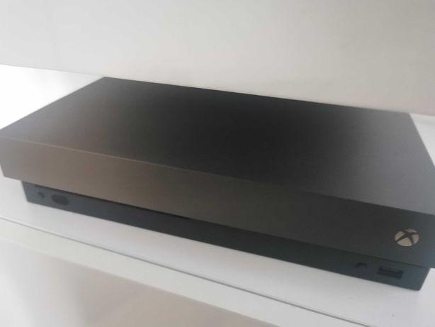 Xbox One X Gold Edition 1Tb + 2 pady