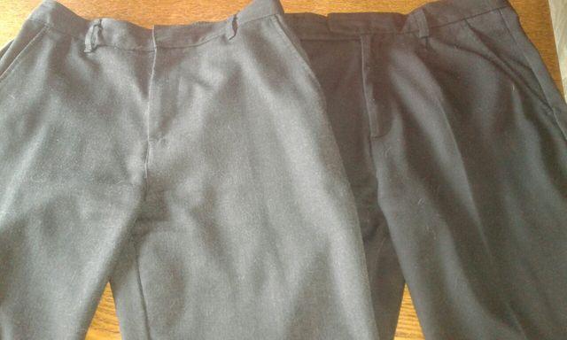 За две пары -150, брюки школьный серые и черные на мальчика 10-11 лет.