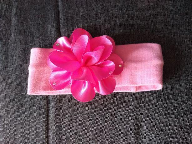 Różowa opaska z dużym kwiatkiem