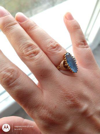 Złoto pierścionek 750 18 karatów masa 4,6 gram rozmiar 17,5 biżuteria