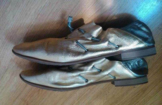 Стильные кожаные легкие туфли размер 39